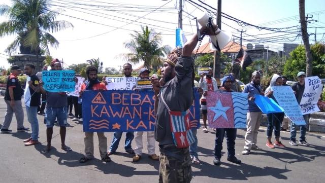 Aksi di Bali, Mahasiswa Papua Desak Pembebasan 7 Kawannya di Jakarta (504)