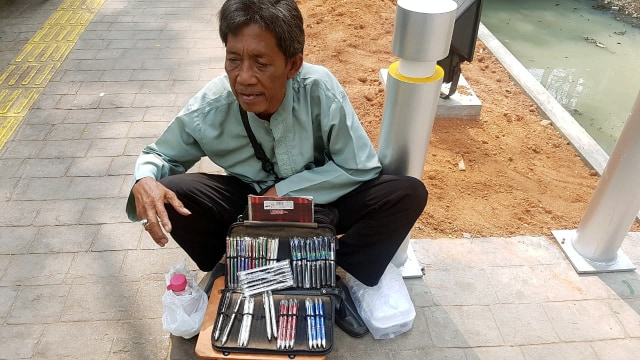 Donasi untuk Kakek Penjual Pulpen yang Giat Bekerja hingga Usia Senja (94260)