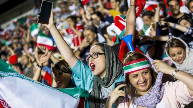 Perempuan Iran Bakar Diri setelah Ditangkap saat Nonton Sepak Bola (122921)