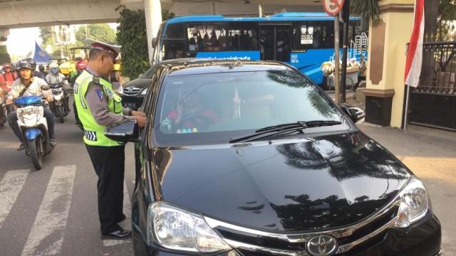 Langgar Ganjil-Genap, Pengendara di Jalan Pramuka Salahkan Google Maps (49183)