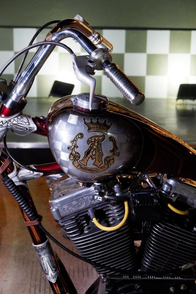 Modifikasi Harley-Davidson FXR: Lawas dan Berkelas (1502439)
