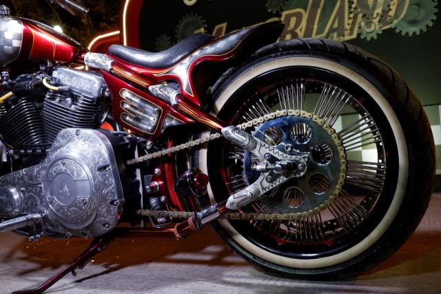 Modifikasi Harley-Davidson FXR: Lawas dan Berkelas (1502434)