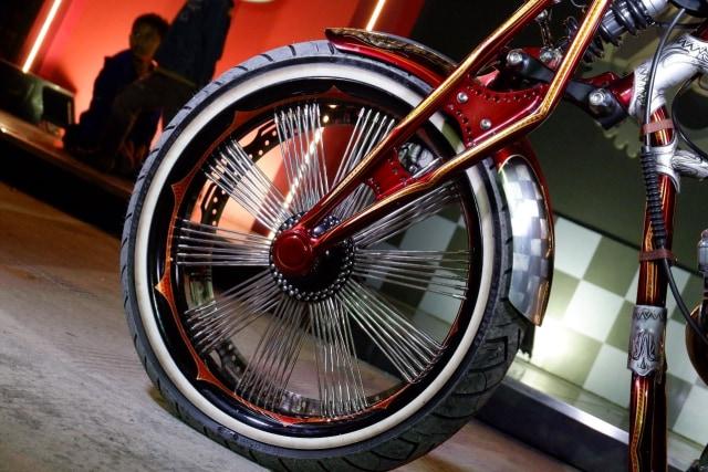 Modifikasi Harley-Davidson FXR: Lawas dan Berkelas (1502435)