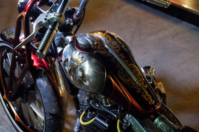 Modifikasi Harley-Davidson FXR: Lawas dan Berkelas (1502437)