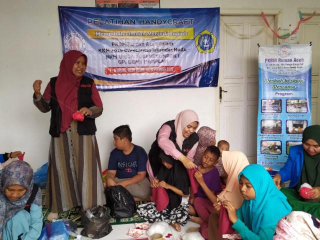 RUMAN Gelar Pelatihan Handycraft untuk Perempuan di Aceh Besar (67366)