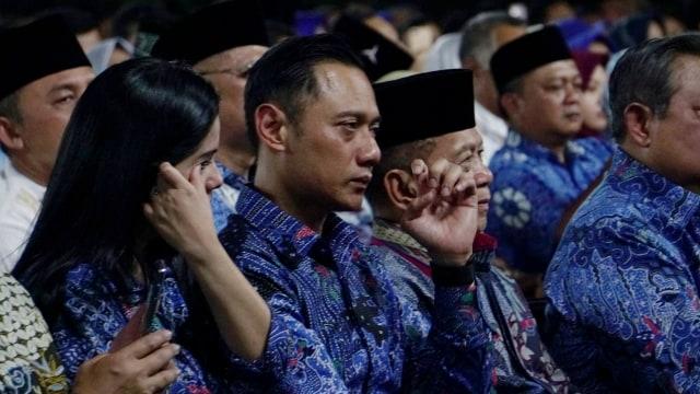 AHY dan Annisa Pohan saat mendengarkan lagu kenangan di acara Malam Kontemplasi di Puri Cikeas, Bogor, Jawa Barat