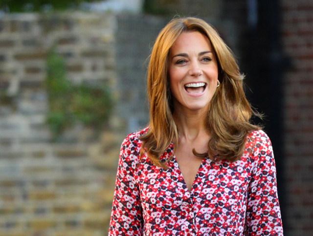 Pakai Jeans dan Tas Selempang, Kate Middleton Tampil Santai saat Belanja Buku (34641)