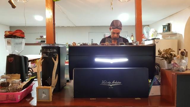 Ryanto, Coffeepreneur Samarinda yang Berkarya Melalui Secangkir Kopi (1013640)