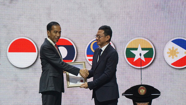 Jokowi Terima Penghargaan dari Asosiasi Insinyur ASEAN (136473)