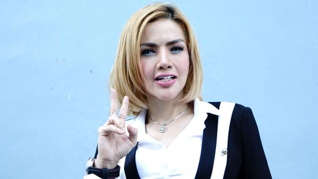 Artis Barbie Kumalasari saat ditemui dikawasan Tendean, Jakarta, Rabu