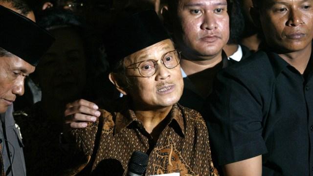 BJ Habibie dan Cerita Lengsernya Soeharto (755686)