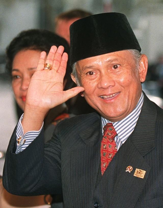 Mantan Presiden BJ Habibie, Foto Tahun
