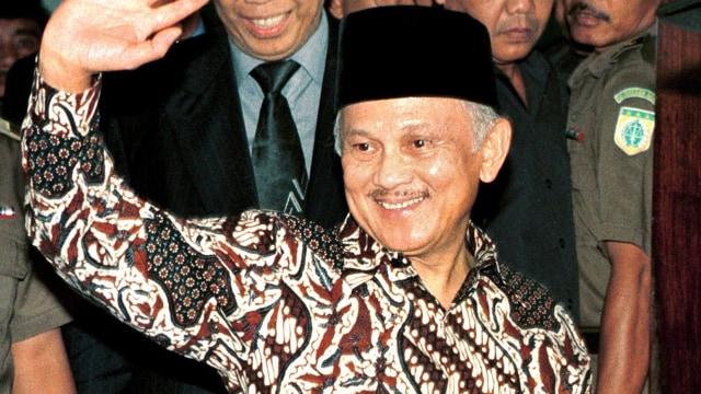 Mantan Presiden BJ Habibie, Foto Tahun 2002