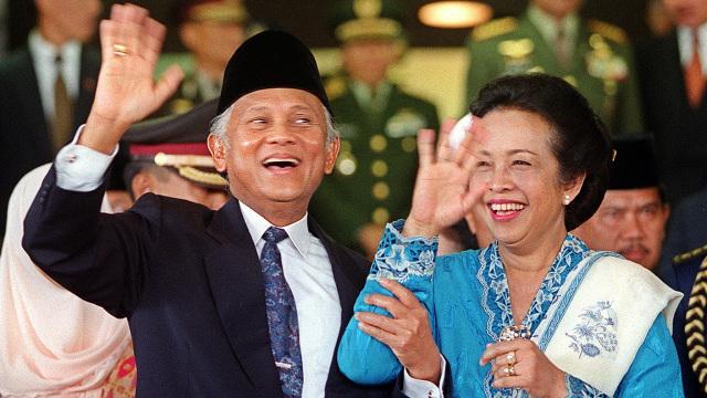 Mantan Presiden BJ Habibie, Foto Tahun 1999