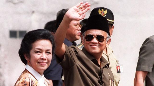 Mantan Presiden BJ Habibie, Foto Tahun 1998