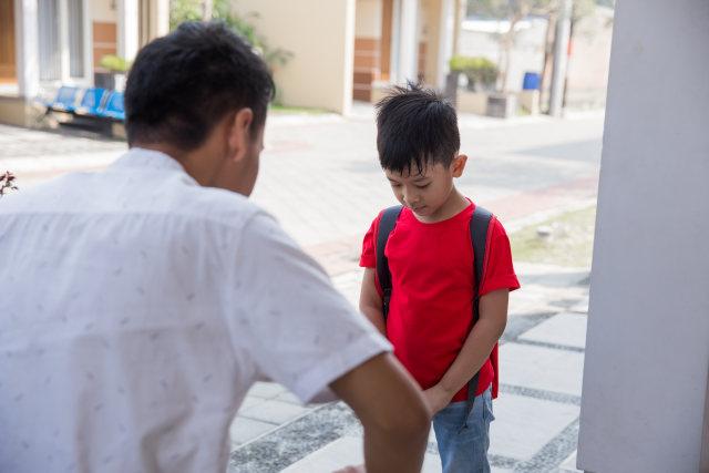 5 Mitos yang Masih Dipercaya ketika Ayah Berteriak pada Anak (94225)