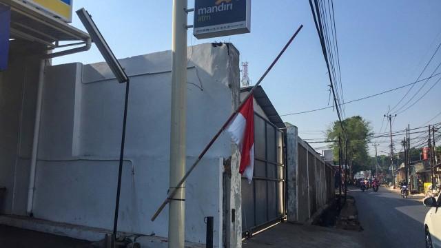 BJ Habibie meninggal, Bendera Setengah Tiang di rumah warga di area Palmerah