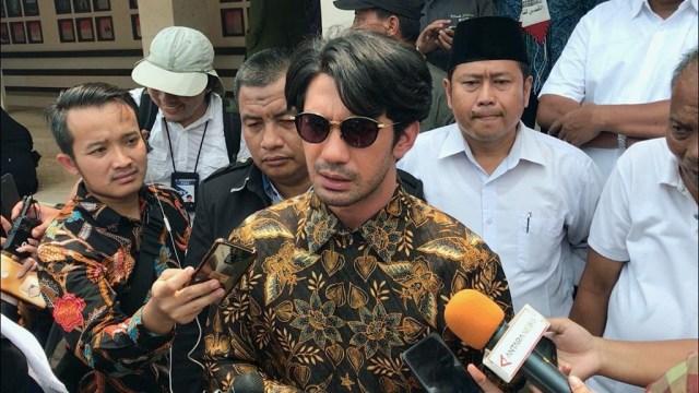 Aktor Reza Rahadian di TMP Kalibata