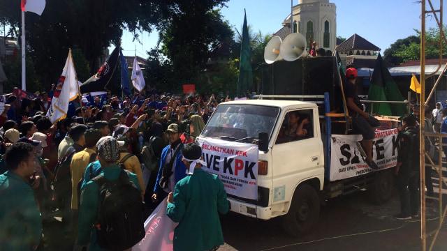 Unjuk rasa tolak revisi UU KPK di DPRD DIY