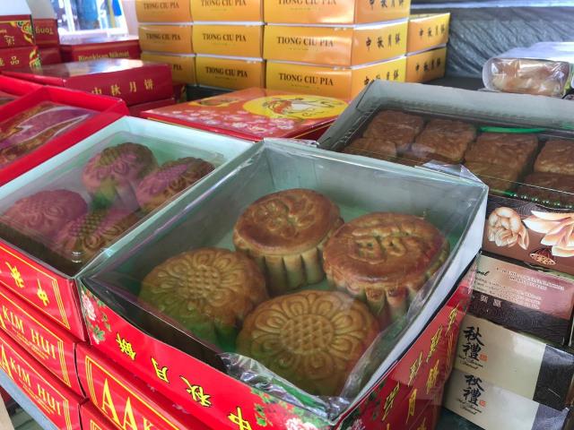 Perayaan Mooncake Festival, Kue Bulan Dibagikan untuk Warga Pontianak (5182)