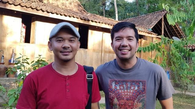 Personel Payung Teduh, Comi dan Cito ditemui di Balkondes Ngaran, Magelang