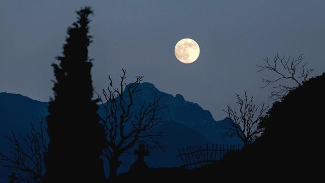 Apa Jadinya Kalau Bulan 2 Kali Lebih Dekat dengan Bumi? (29540)