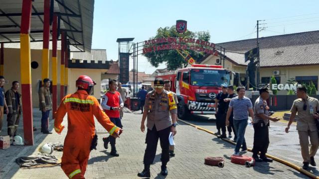 Gegana Sisir Bom yang Tersisa di Gudang Amunisi Mako Brimob Semarang (1094143)