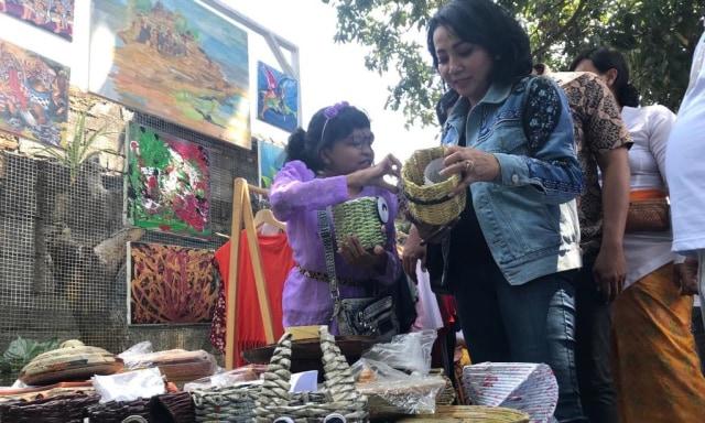 Penderita Skizofrenia di Denpasar Rayakan Ultah ke-3 'Rumah Berdaya' (41036)