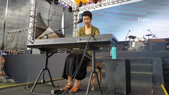 Penampilan Frau dan keyboard 'Oscar' di balkonjazz 2019