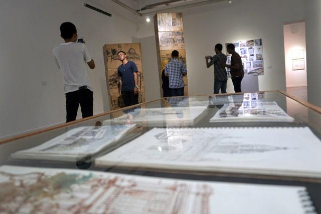 Foto: Menikmati Karya Seni di Pameran Sketsaforia Urban (53971)