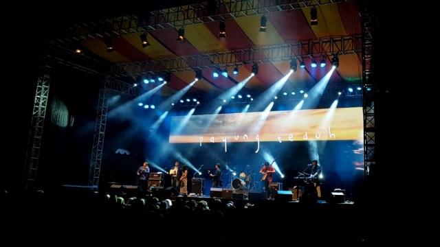 Malam Syahdu Bersama Payung Teduh di 'Balkonjazz Festival 2019' (291204)