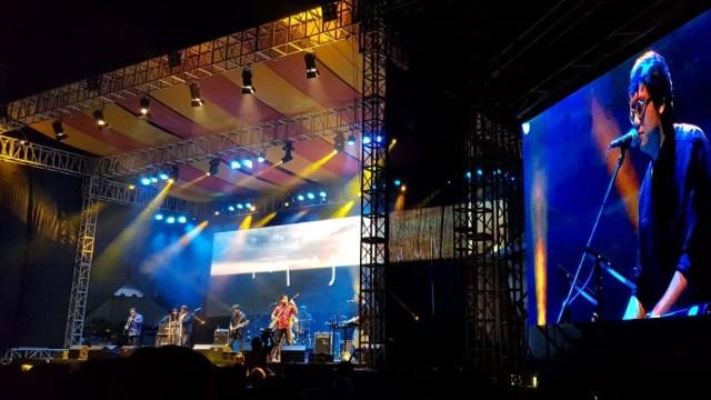Malam Syahdu Bersama Payung Teduh di 'Balkonjazz Festival 2019' (291203)