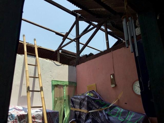 Rumah yang Terdampak Ledakan Gudang Mako Brimob Semarang Diperbaiki (363)