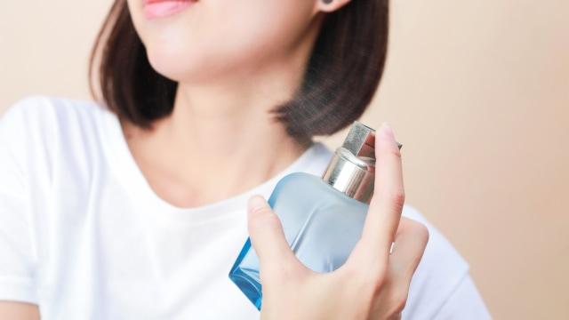 Ingin Wangi Sepanjang Hari? Semprotkan Parfum di 5 Area Tubuh Ini (15589)