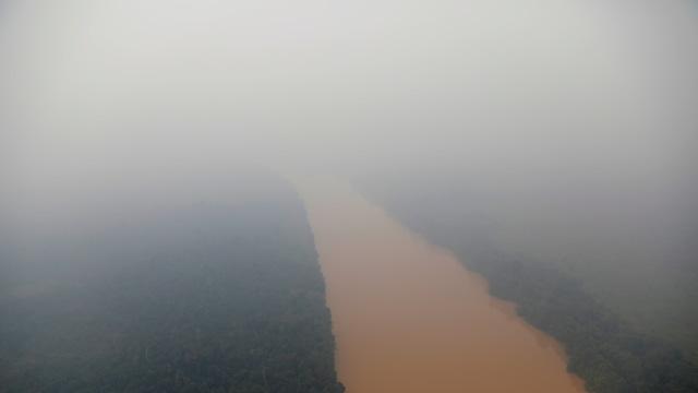 Foto: Kabut Asap Akibat Kebakaran Hutan Kepung Palangka Raya (72865)