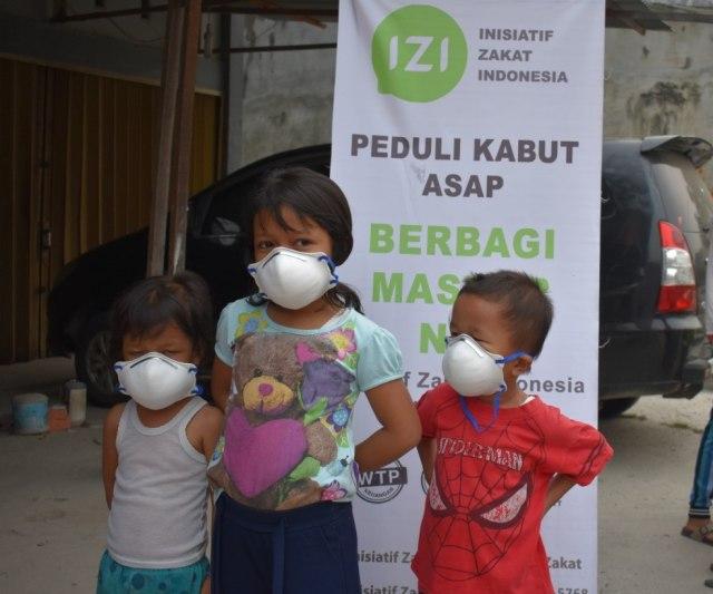 Bahaya Kabut Asap, Kami Bagikan Masker N95 untuk Warga Riau (248195)