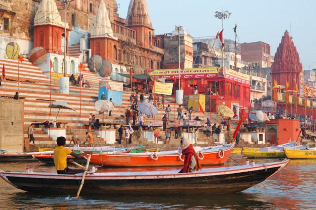 Menilik Sungai Gangga, Tempat Suci yang Jadi Rumah Bagi Jenazah di India (89282)