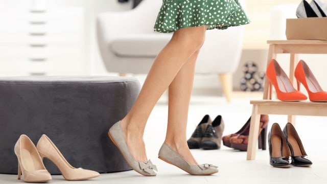 3 Hal yang Perlu Dipertimbangkan Ibu Hamil saat Beli Sepatu Baru (75164)