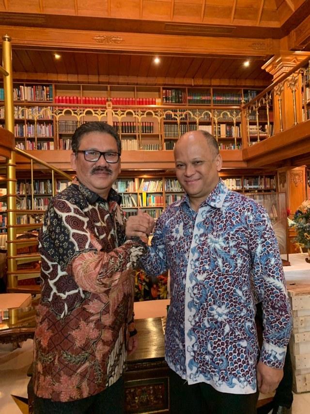 PWI Anugerahi BJ Habibie Bapak Kemerdekaan Pers Indonesia (17034)
