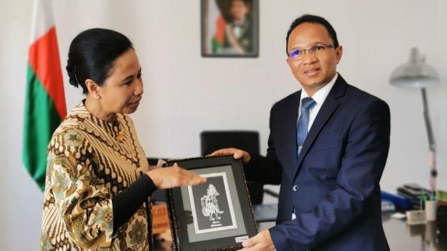 Menteri Rini Ajak BUMN Garap Proyek Tambang di Madagaskar (460824)