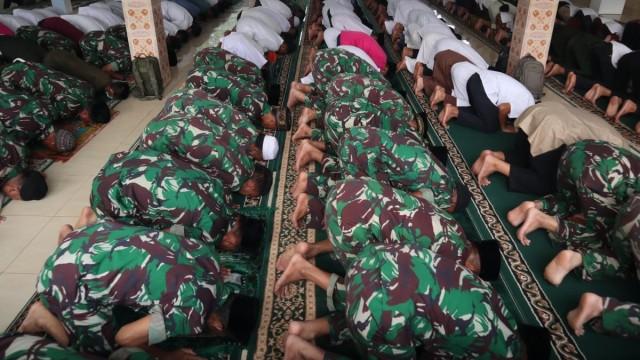 Foto: Jokowi Tinjau Pemadaman Karhutla di Riau (211074)