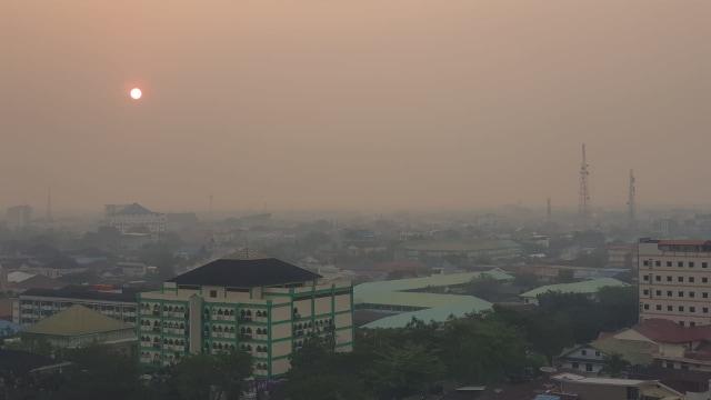 Foto: Kondisi Terkini Kabut Asap di Pontianak, Kalimantan Barat (287984)