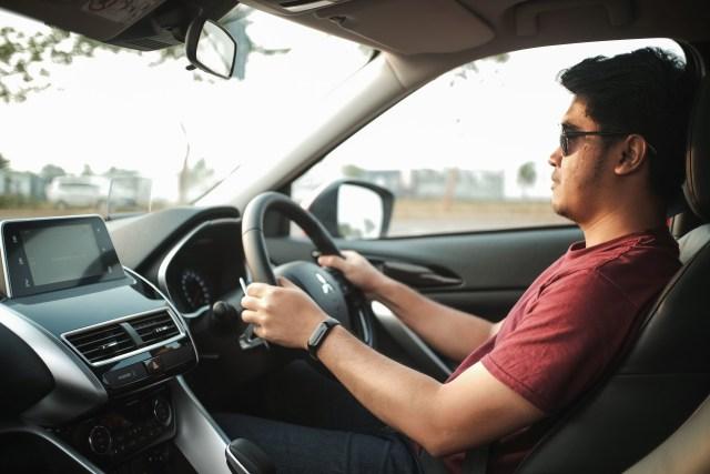 Berita Menarik: Etika Nyetir Mobil di Tol; SIM untuk Moge dan Motor Listrik (35583)