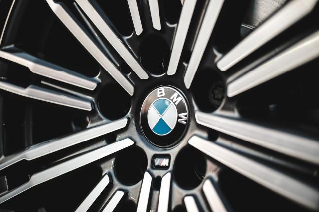 Rilis 20 Mobil Baru Saat Pandemi, BMW Indonesia Sukses Asapi Mercedes-Benz  (384927)