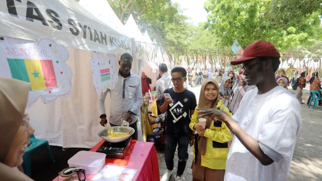 Mahasiswa Asing Pamerkan Kuliner Khas Negaranya di Unsyiah, Aceh  (735061)