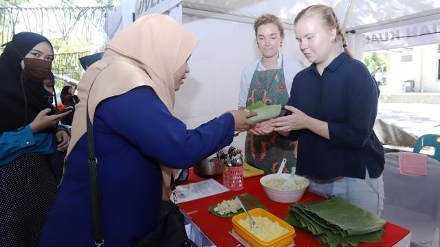 Mahasiswa Asing Pamerkan Kuliner Khas Negaranya di Unsyiah, Aceh  (735062)