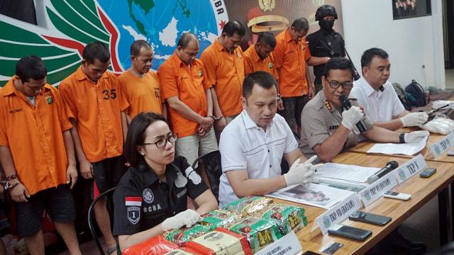 Foto: Wajah 8 Pengedar Sabu Jaringan Malaysia-Batam-Jakarta (60696)