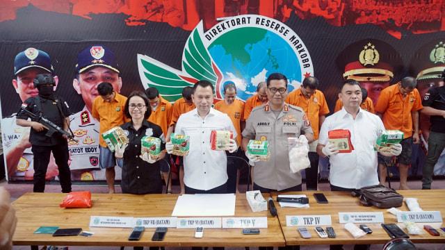Foto: Wajah 8 Pengedar Sabu Jaringan Malaysia-Batam-Jakarta (60690)