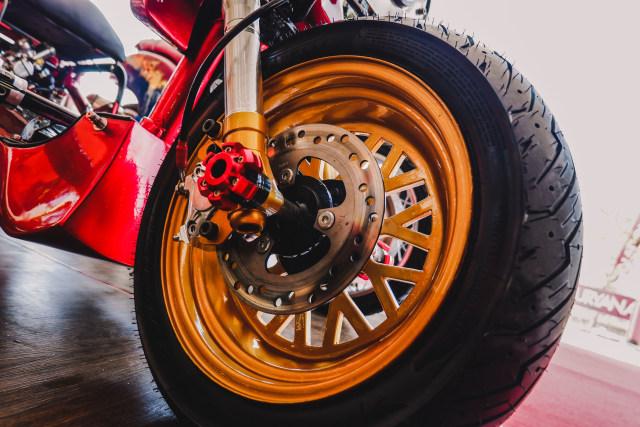 Yamaha Mio 'Berbadan' Honda Zoomer (99289)