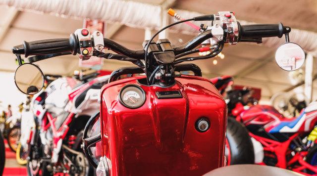 Yamaha Mio 'Berbadan' Honda Zoomer (99288)